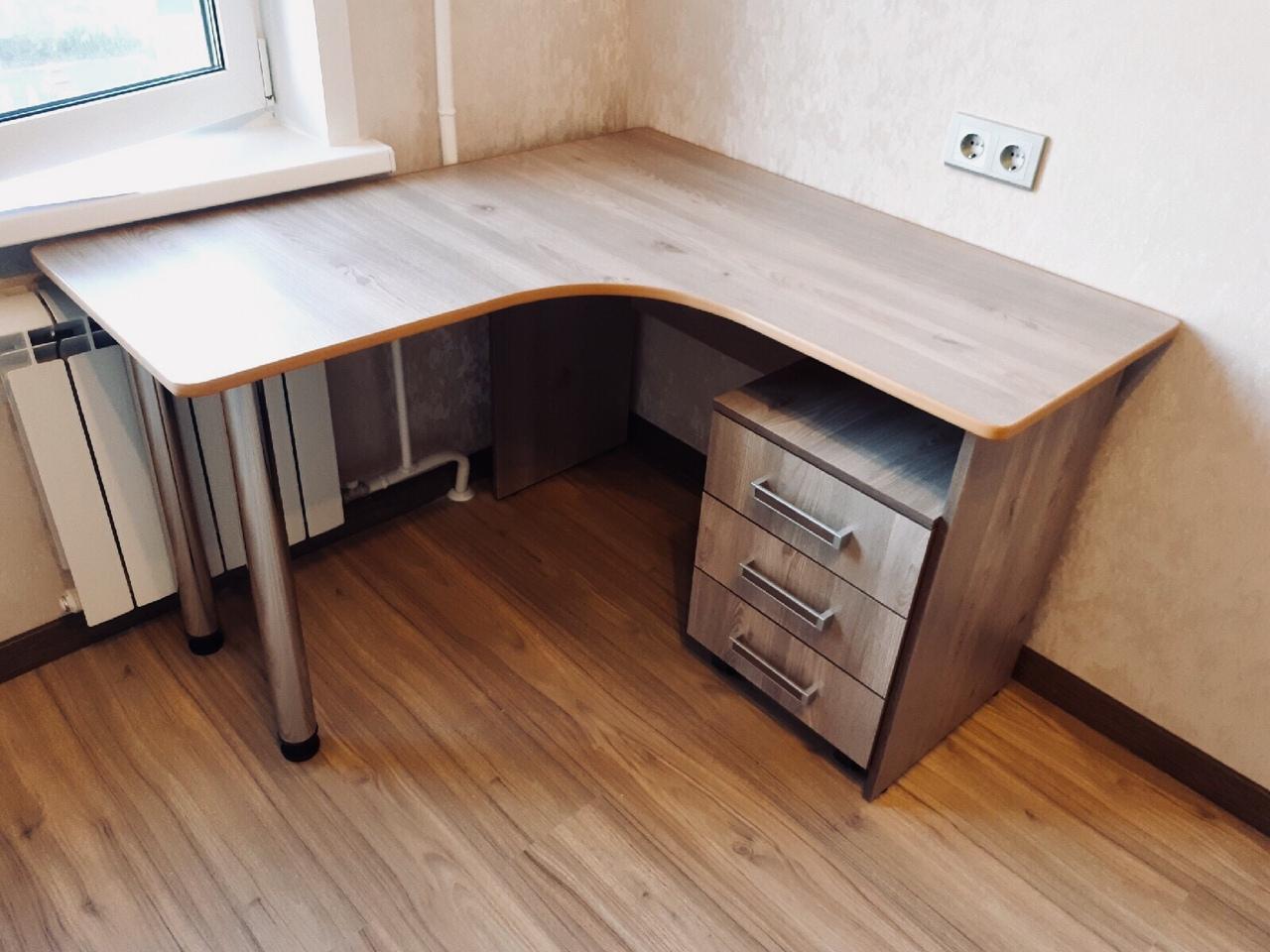 Малый угловой стол с тумбой