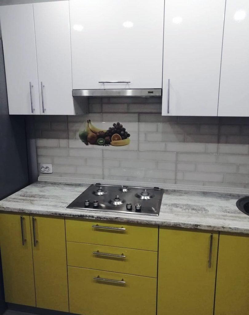 Кухонный гарнитур в желтых тонах