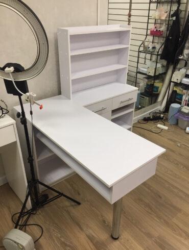 Угловой стол с ящиками в салон красоты города Березники
